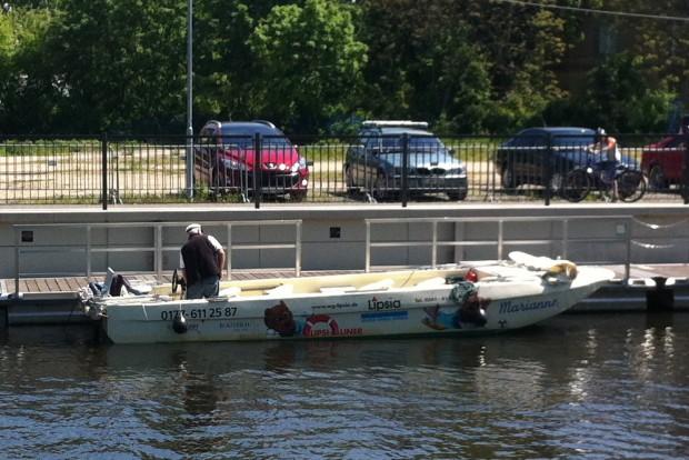 """Das Leipzig-Boot """"Marianne"""" an der Außenmole des Leipziger Stadthafens. Foto: Michael Freitag"""