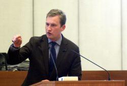 Michael Weickert (CDU) kämpferisch am Pult im Leipziger Stadtrat. Foto: L-IZ.de