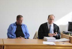 Michael P. mit seinem Verteidiger Thomas Kuhne. Foto: Martin Schöler