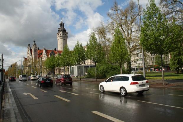 Das Neue Rathaus kurz nach dem Regen. Foto: Ralf Julke