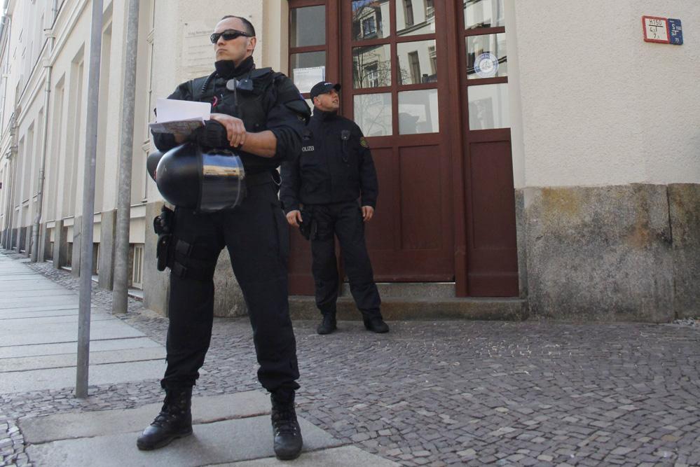 Eindrucksvoll: Sächsische Polizisten bei einem Einsatz in Leipzig. Foto: Martin Schöler