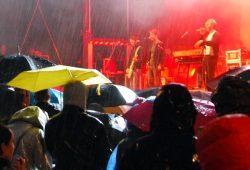 28. April 2015: Petrus hat die Regie übernommen, doch Courage zeigen sammelt 7.000 Gäste. Foto: L-IZ.de