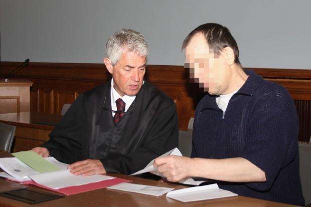 Silvio T. neben Strafverteidiger Stephan Bonell. Foto: Alexander Böhm