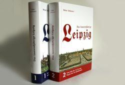 """Die ersten beiden Bände von """"Das tausendjährige Leipzig"""". Foto: Ralf Julke"""