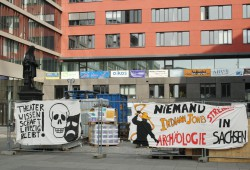 Protest von Archäologen und Theaterwissenschaftlern im Campus der Uni Leipzig. Foto: Ralf Julke