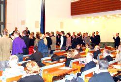 Die Vereidigung der neuen Leipziger Stadträte am 18. Dezember 2014 im Ratssaal. Enrico Böhm (ganz rechts außen) ist auch darunter. Foto: L-IZ.de