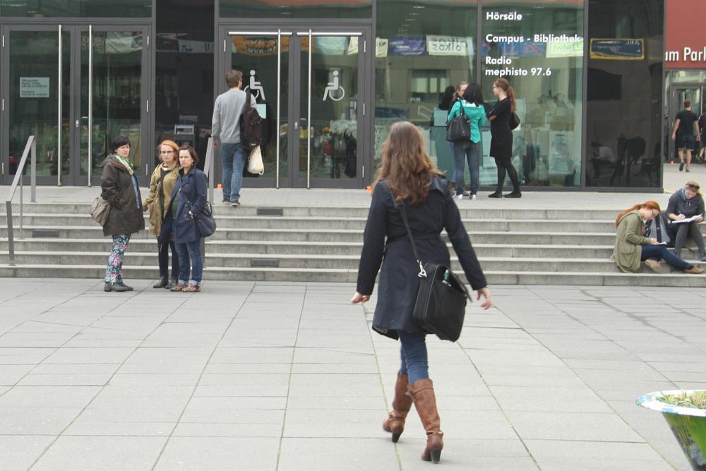 Eingang zum Hörsaalgebäude der Uni Leipzig. Foto: Ralf Julke