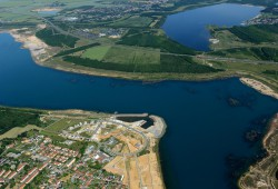 Blick über den Zwenkauer See zum Cospudener See oben rechts. Foto: LMBV / Radke