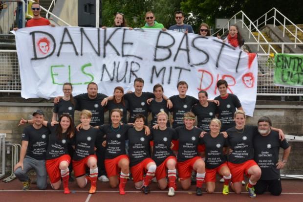 Zeit des Abschieds: Letztes Spiel unter dem Namen Eintracht Süd und letztes Spiel von Trainer Sebastian Popp, der mindestens ein Jahr pausiert. Foto: ELS