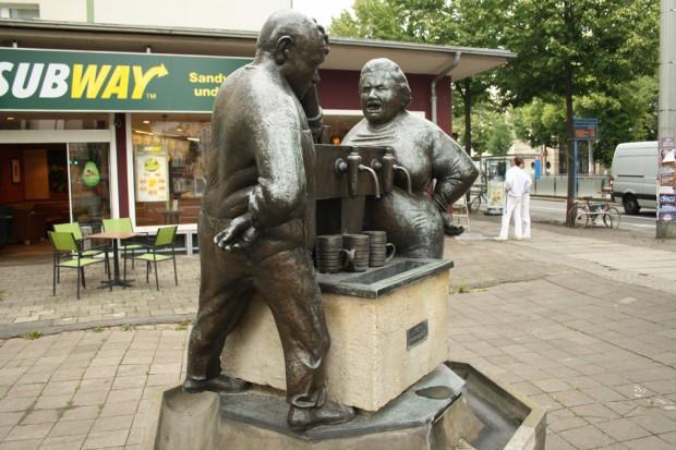 """""""Kein Trinkwasser"""": """"Ausschank"""" von  Peter Schremmer an der Karli. Foto: Ralf Julke"""