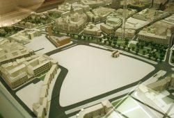 Die riesige Brache im Modell der Stadtplaner: Propsteikirche und Bowlingtreff sind als markante Bauten zu erkennen. Foto: Ralf Julke