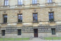 Mehrere Fenster des Bundesverwaltungsgerichtes gingen heute Nacht zu Bruch. Foto: L-IZ.de
