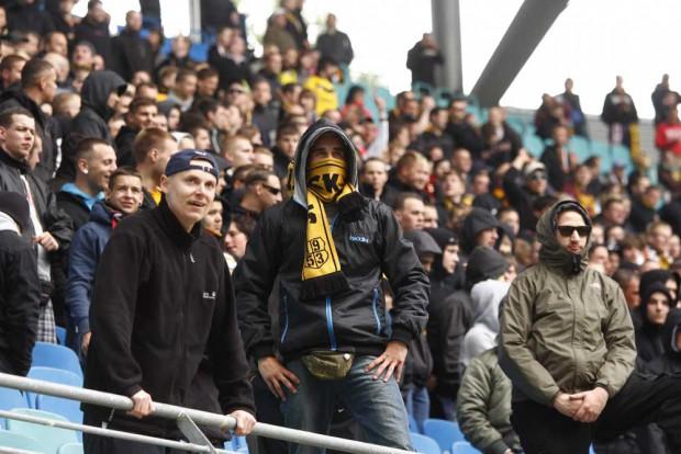 Dynamo-Fans bei einem Spiel im Leipziger Zentralstadion im Mai 2012. Foto: Martin Schöler