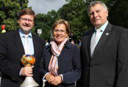 Markranstädts Bürgermeister Jens Spiske, Sozialministerin Barbara Klepsch und Hans-Ludwig Richter, Bürgermeister von Oelsnitz/Erzgebirge (v.l.). Foto: Stadt Markranstädt