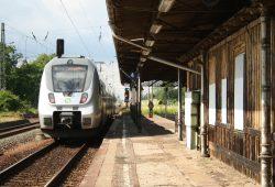 Die S4 aus Borna ist in den Bahnhof Gaschwitz eingefahren. Foto: Ralf Julke