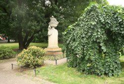 Das Gellert-Denkmal in der Lenné-Anlage. Foto: Ralf Julke