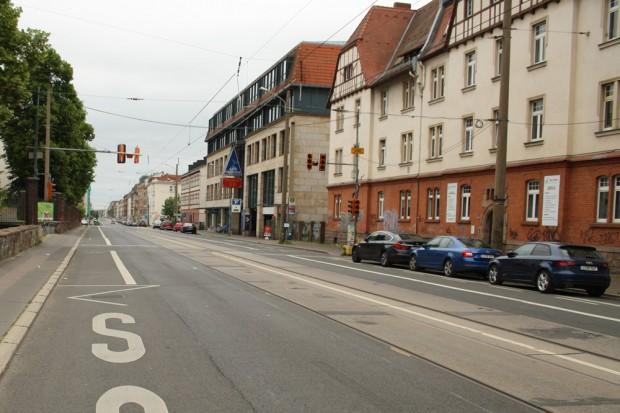 In diesem Abschnitt der Georg-Schumann-Straße soll die neue Haltestelle gebaut werden. Foto: Ralf Julke