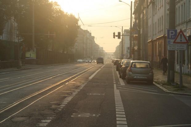 Der Straßenabschnitt der Georg-Schumann-Straße, der jetzt umgebaut werden soll. Foto: Ralf Julke