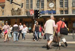 Dauerkonfliktstelle: Fußgängerüberweg am Hauptbahnhof. Foto: Ralf Julke