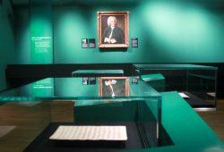Das Bach-Portrait hat seinen Platz gefunden. Foto: Alexander Böhm