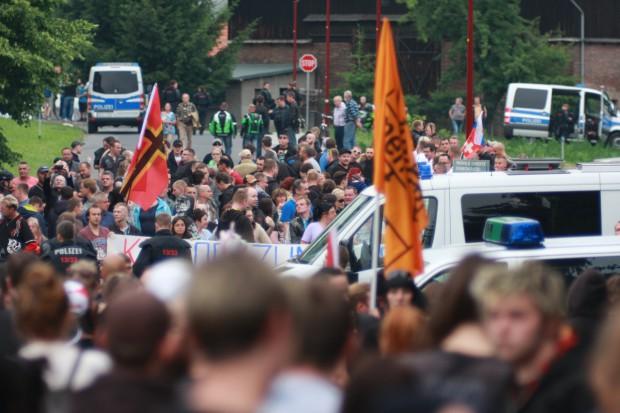 Polizeisperre trennt die Kundgebungen. Foto: Alexander Böhm