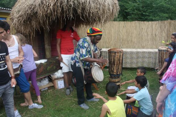 Afrikanische Rhythmen beim interkulturellen Sportfest. Foto: Ernst-Ulrich Kneitschel