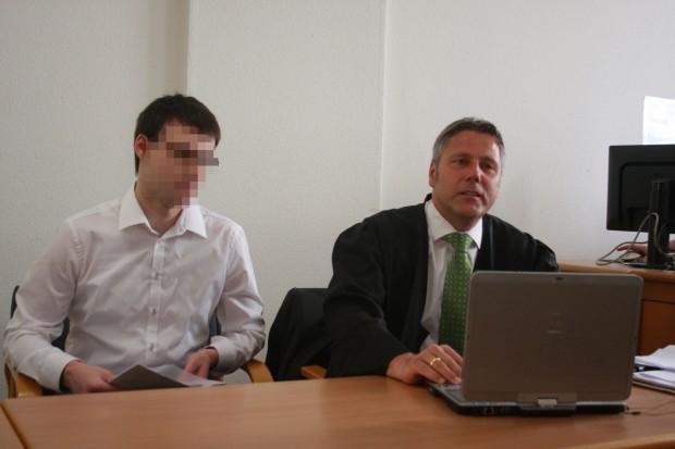 Julian G. neben Strafverteidiger Curt-Matthias Engel. Foto: Alexander Böhm