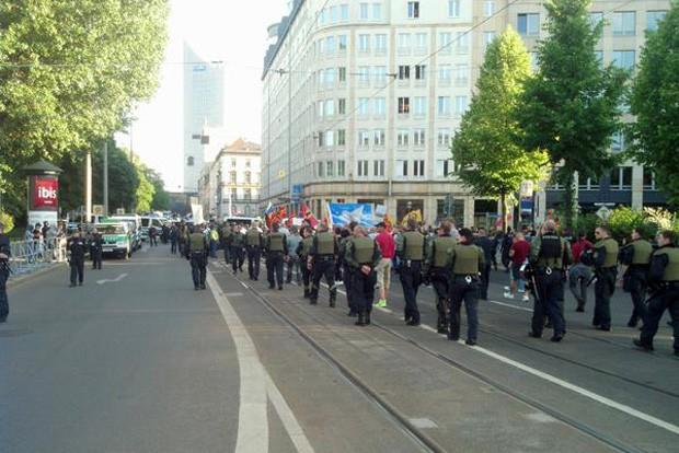 Legida macht sich auf den Rückweg. Bisher gab es keine ernsthaften Blockadeversuche. Foto: L-IZ.de