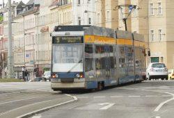 Die Linie 9 auf dem Weg in die Wolfgang-Heinze-Straße in Connewitz. Foto: Ralf Julke