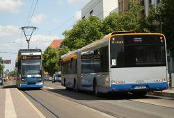 Linie 9 und Linie 70 begegnen sich am Connewitzer Kreuz. Archivfoto: Ralf Julke