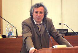 Kulturbürgermeister Michael Faber am Rednerpult des Leipziger Stadtrates. Foto: Sebastian Beyer