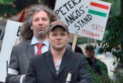 """Können sich auf der Straße sehen lassen: PARTEI-Vorstand Thomas """"Kuno"""" Kumbernuß und Spitzenkandidat(in) Frau Dr. Haschke. Foto: Legida-Das Original"""