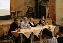 Neben den drei ReferentInnen sorgte Moderator Franz Hammer (links) für eine konstruktive Diskussion Foto: Sebastian Beyer