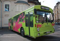 TdJW-Inspizient Matthias Kuhn hat die knapp 600 Kilometer lange Anreise nach Linz mit dem Theaterbus heute Vormittag angetreten. Foto: TdJW
