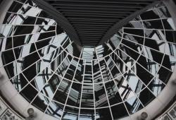 Spiegeldach in der Kuppel des Bundestages. Foto: Ernst-Ulrich Kneitschel