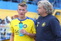Zuspruch für Lok-Neuzugang Steven Heßler von Chefcoach Heiko Scholz. Foto: Jan Kaefer