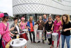 Die Teilnehmer des Aktionscamps gegen den Ausbau der 87 nach Torgau bei der Demo auf dem Richard-Wagner-Platz. Foto: M. Weidemann
