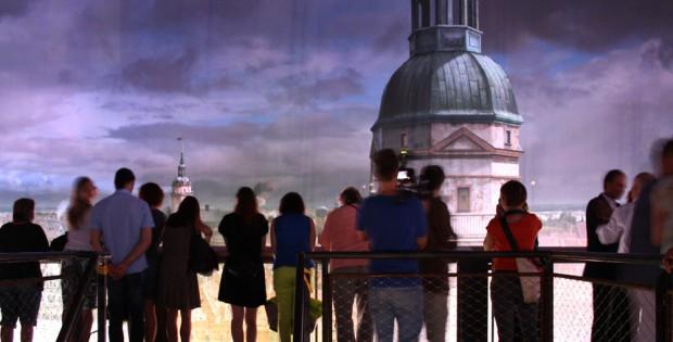 """Mittendrin und hoch über der Stadt: Besucher im Asisi-Panorama """"Leipzig 1813"""". Foto: Ralf Julke"""