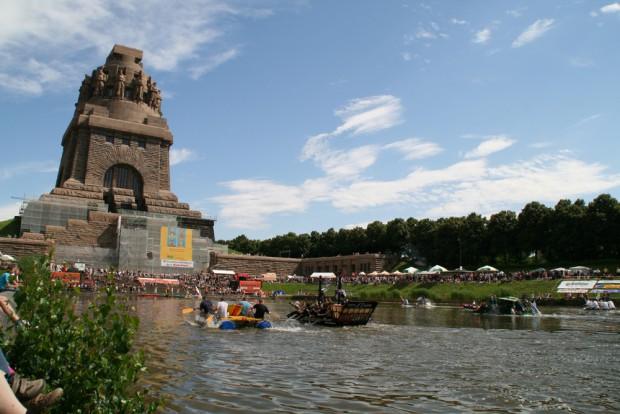 Badewannenrennen 2012. Foto: nato, Eric Kemnitz