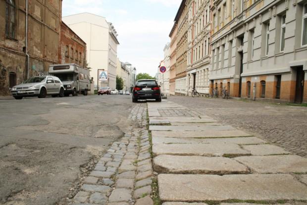 Sieht fast noch aus wie 1858: Pflaster in der Braustraße. Foto: Ralf Julke