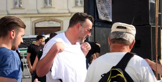 Verdammt lang her: Lutz Bachmann bei einer Legida-Demo auf dem Wager-Platz am 6. Juli 2015 in Leipzig. Foto: L-IZ.de