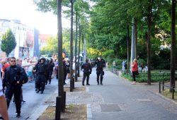 Eier fliegen, die Polizei rüstet auf. Foto: L-IZ.de