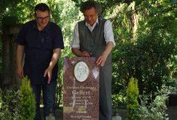Olaf Graszt und Kulturbürgermeister Faber im Moment der Einweihung. Foto: Freundeskreis Gellert