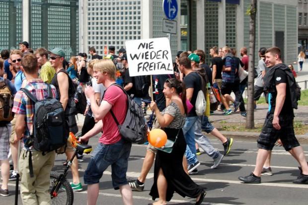 Nie wieder Freital. In Leipzig wohl kaum zu erwarten, wenn es nach den knapp 2.000 Demonstranten am 11. Juli geht. Foto: Michael Freitag