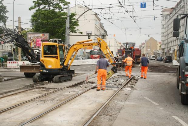 Eine (kleinere) Gleisinstandsetzung in der Georg-Schumann-Straße 2014. Foto: Ralf Julke