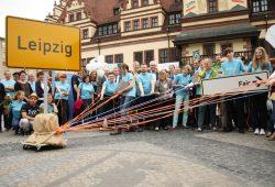 """Große Inszenierung zur Übergabe der Bewerbungsdokumente um den Titel """"Hauptstadt des fairen Handels"""" auf dem Leipziger Markt. Foto: Ralf Julke"""