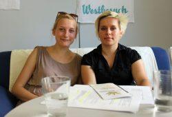 """Helena und Rowena von der Initiative """"Engagiert für Geflüchtete in Leipzig"""". Foto: Volly Tanner"""
