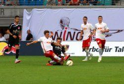 Dominik Kaiser (links) und Claudio Blumbe im Kampf um den Ball. Foto: Alexander Böhm