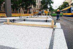 Neue Gehwegplatten für die Könneritzstraße. Foto: Marko Hofmann