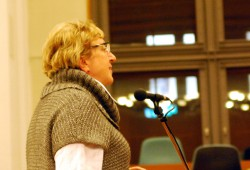 Margitta Hollick (Die Linke) bekannt für Interventionen am Seitenmikrofon des Ratssaals (Archivbild, Michael Freitag)
